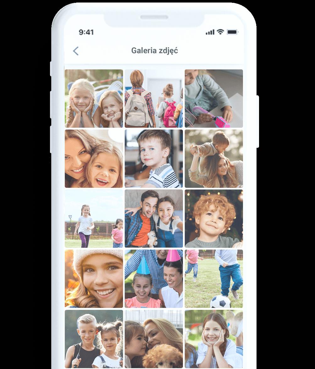 Nielimitowany dostęp do nasłuchu otoczenia w aplikacji Bezpieczna Rodzina, czyli screen funkcji na białym smartfonie, przedstawiający głośnik i krótką instrukcję, w jaki sposób uruchomić nasłuch